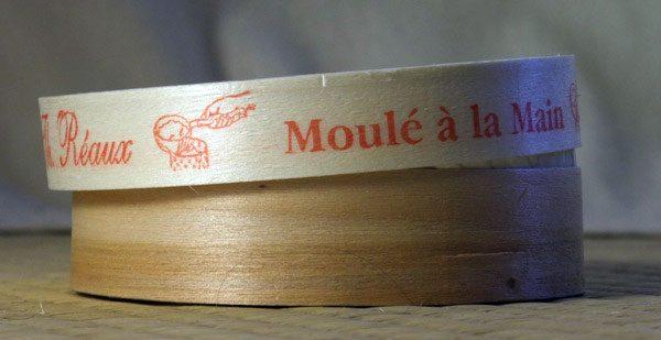 A caixa de camembert, tradicionalmente feita de madeira de choupo.