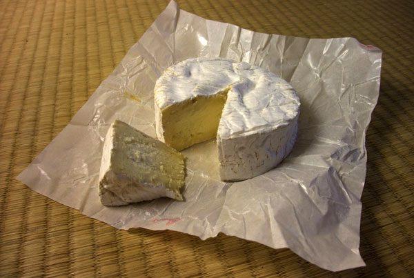 O aspecto deste camembert é muito diferente de um camembert feito de leite pasteurizado.